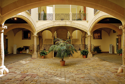 Los Patios De Palma De Mallorca Y Sus Casas Se Oriales