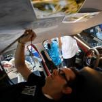 Nicola Verlato malt das Dach des Fiat 500L