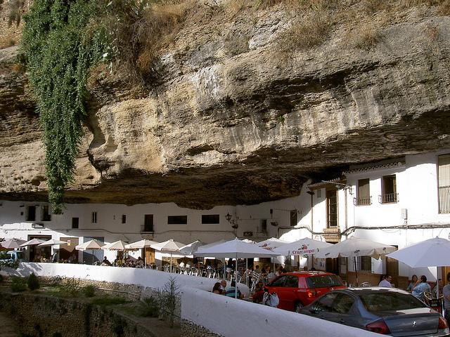 Un pueblo bajo rocas setenil de las bodegas blog record go - Casas de pueblo en valencia ...