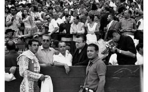 El torero Antonio Ordóñez junto a Orson Welles, en Ronda.