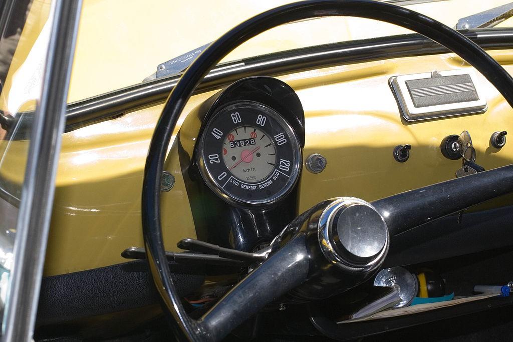 Fiat 500 F dashboard