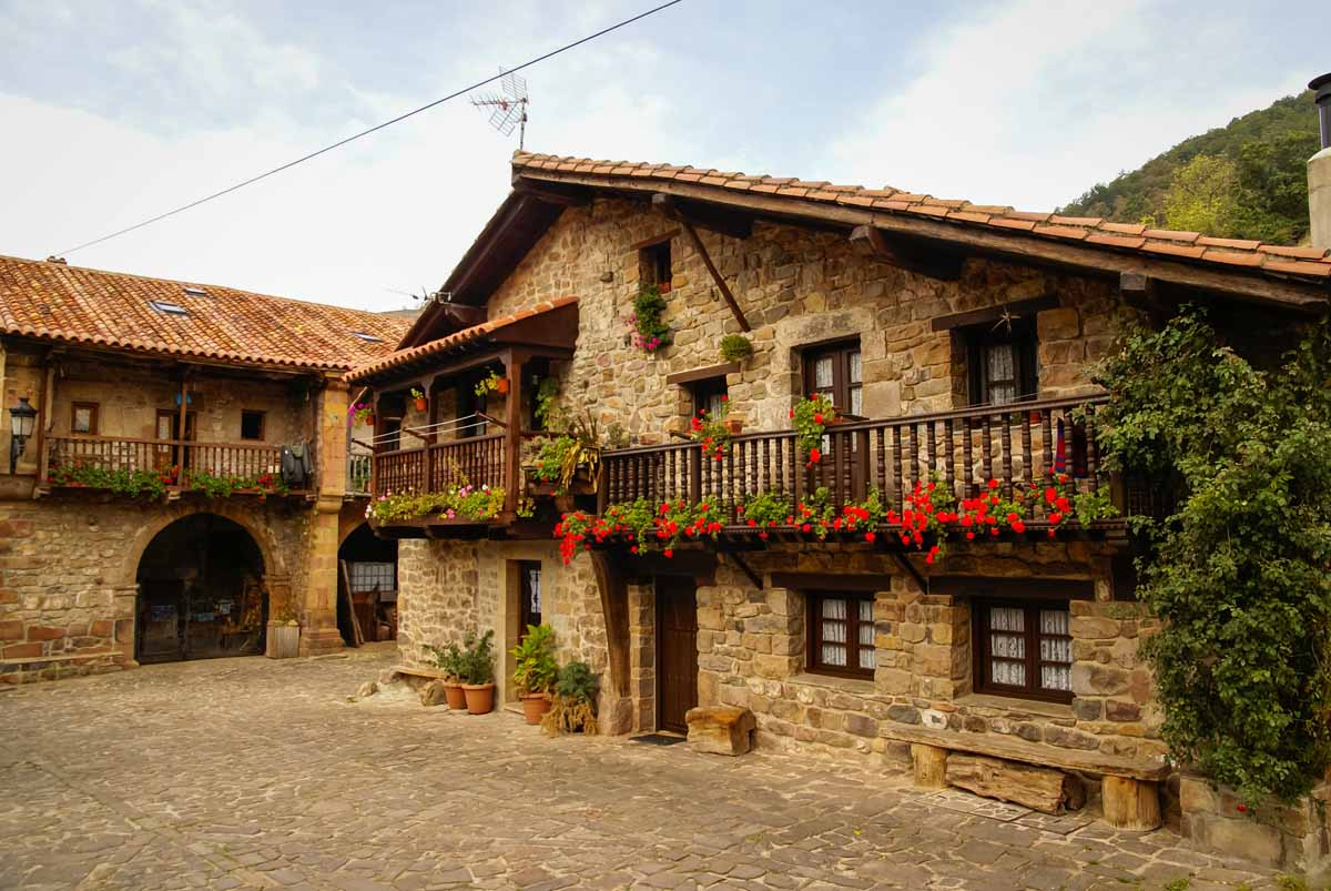 14 pueblos con encanto de espa a en los que perderse - Casas de pueblo en guadalajara ...