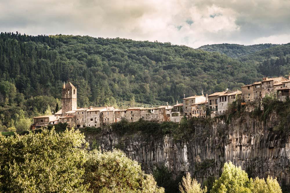 Castellfollit de la roca pueblo encanto girona_