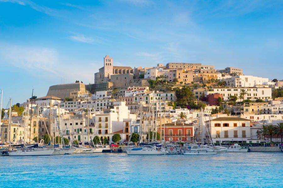 Car rental Ibiza airport to discover the White Island