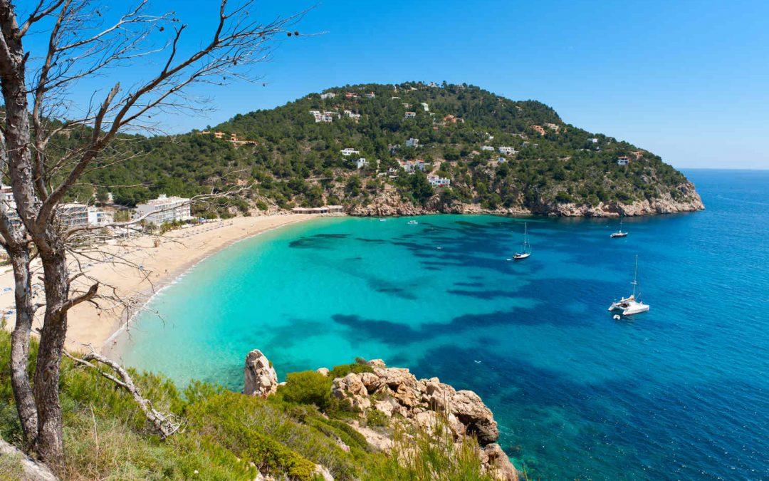 ¿Cuándo alquilar coche en Ibiza? El mejor destino para el buen tiempo.