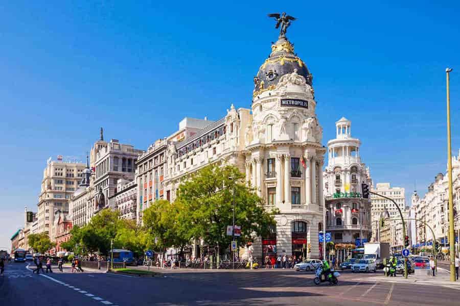 Coche de alquiler dentro aeropuerto Madrid