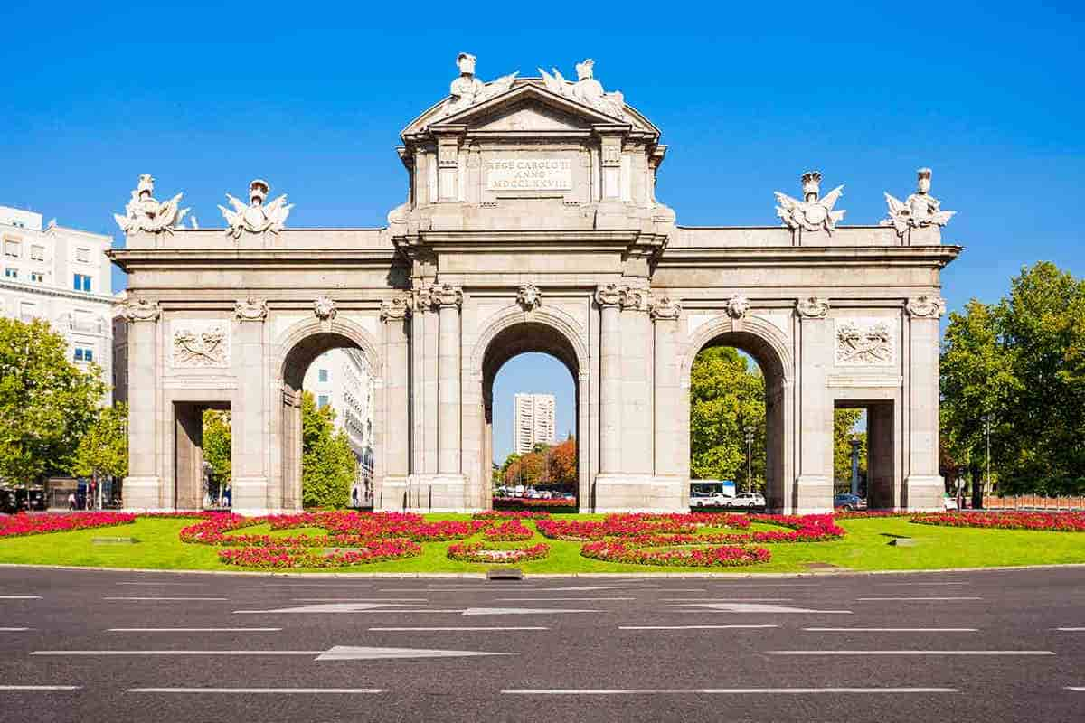 Mietwagen Madrid Atocha mit Record go