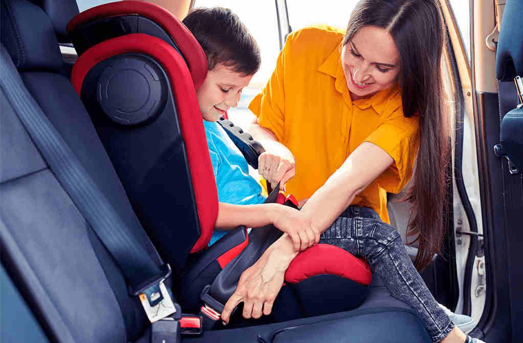 Cadira infantil cotxe de lloguer