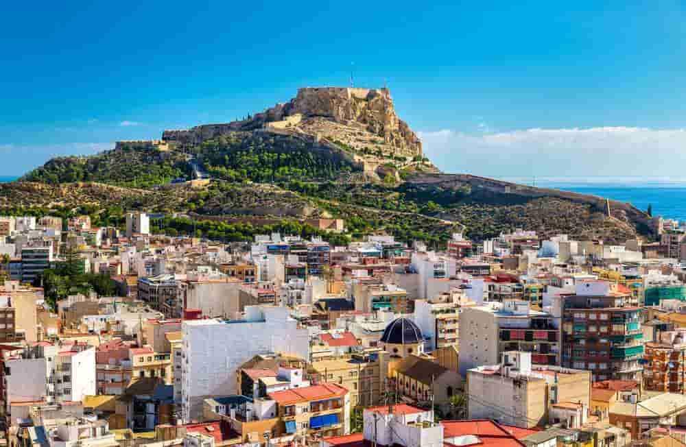 Castle of Santa Bárbara and car hire Alicante without a credit card