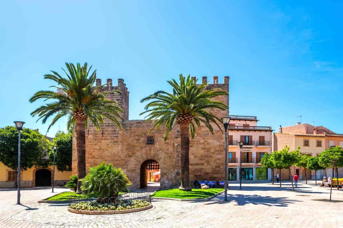 Qué ver en Alcúdia en coche de alquiler (Palma de Mallorca)