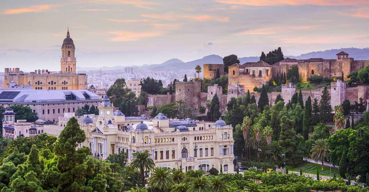 La Alcazaba de Málaga y  coche de 7 plazas en Málaga