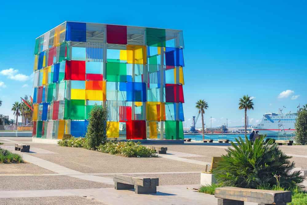 Centro Pompidou de Málaga y coche de alquiler sin franquicia